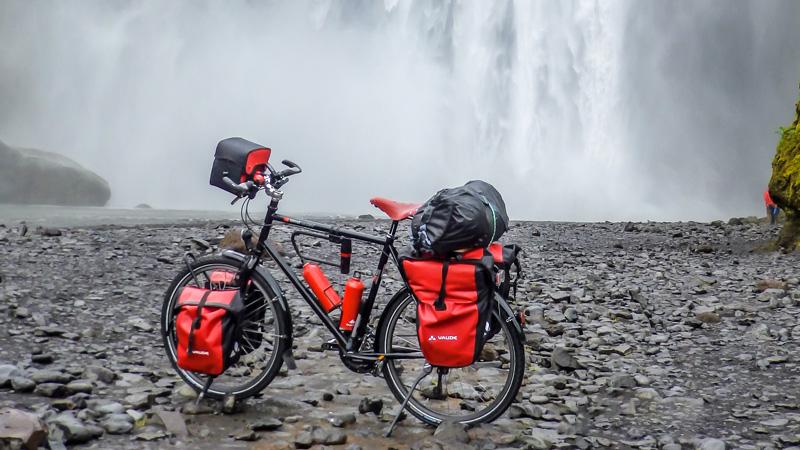 Islande à vélo du sud jusqu'aux fjords de l'Est, chute d'eau de Skogafoss