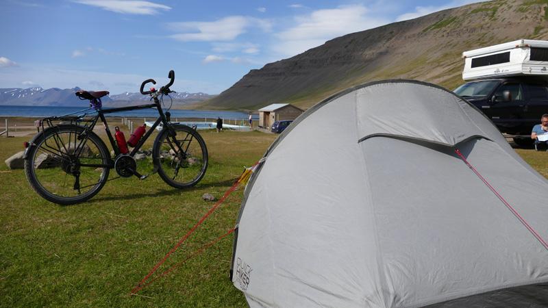Islande à vélo de la péninsule de Snaefellsnes aux fjords de l'Ouest, campement au fond d'un fjord