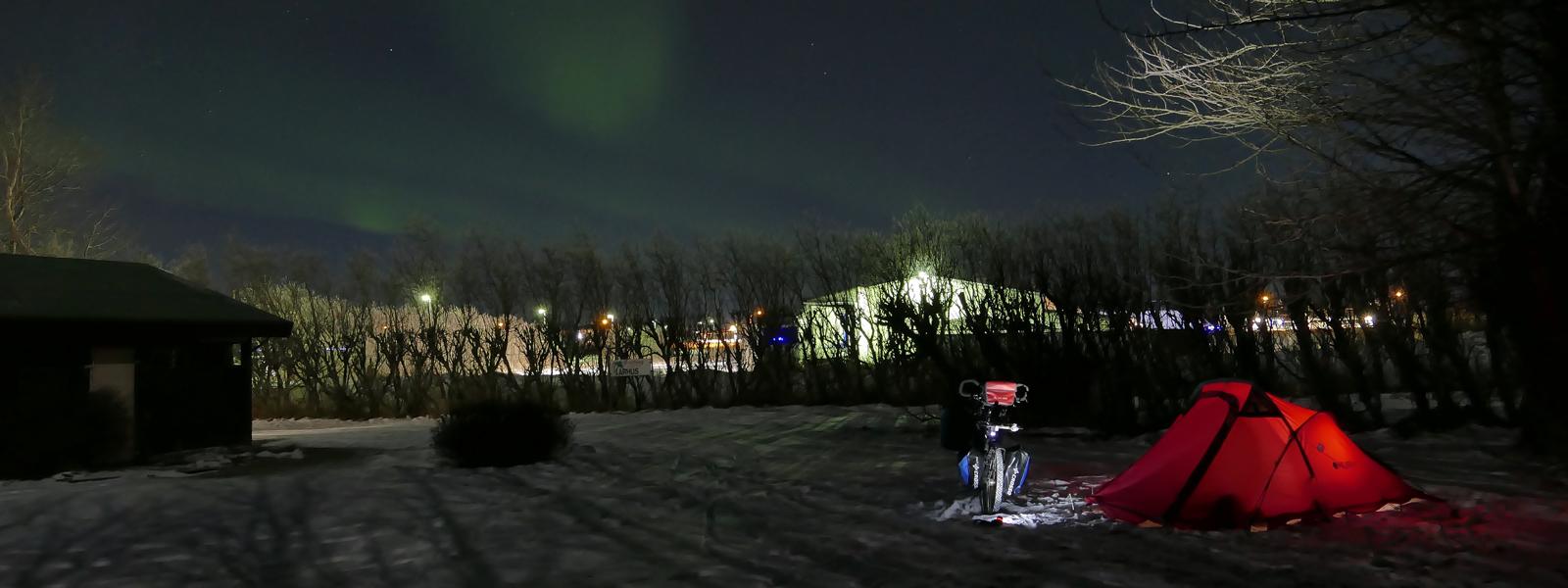 circuit en Islande à vélo en Islande, bivouac sous les aurores boreales