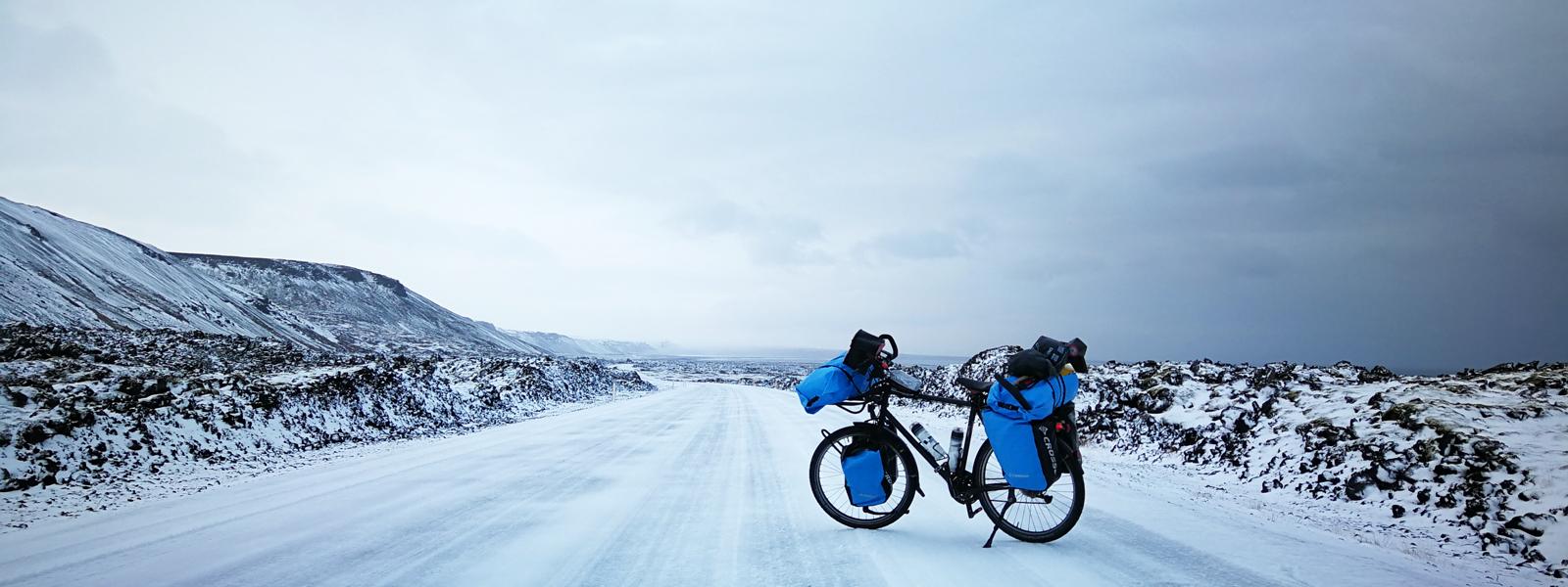 Circuit en Islande à vélo en hiver, sur la peninsule de Reykjanes