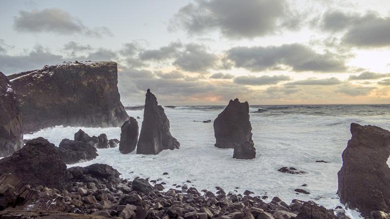 Découverte des falaise de Reykjanes lors d'un circuit en Islande