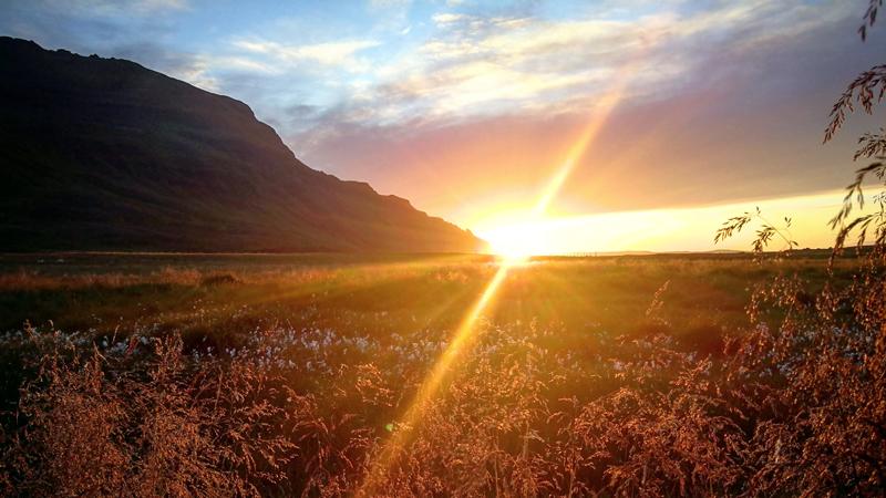 Circuit en Islande, soleil de minuit dans les westfjords